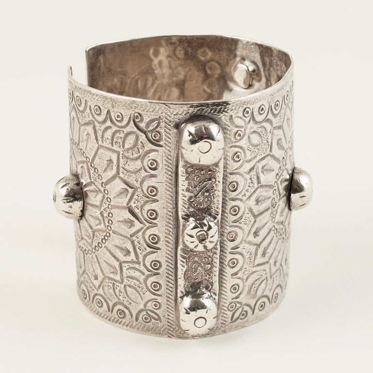 Hand-Crafted 1960s Silver Tribal Cuff, Siwa Oasis, Egypt For Sale
