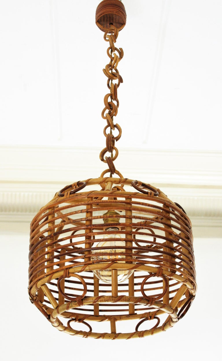 1960s Spanish Mid-Century Modern Bamboo and Rattan Pendant Hanging Lamp In Excellent Condition For Sale In Barcelona, ES