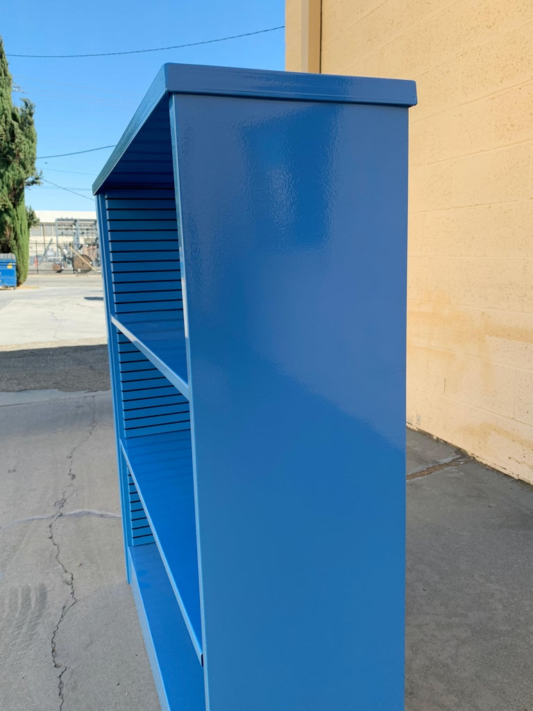 Mid-Century Modern 1960s Steel Tanker Style Bookcase in Blue 'BL05', Custom Refinished For Sale