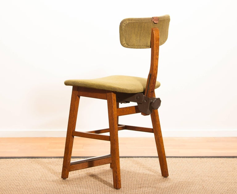 Beautiful desk chair produced and labeled by Âtvidabergs Sweden. This chair is made of a teak frame with a woolen upholstered seating. The backrest is adjustable in height and can be tilted. It is in a lovely condition. Dimensions H 86 cm, W 40