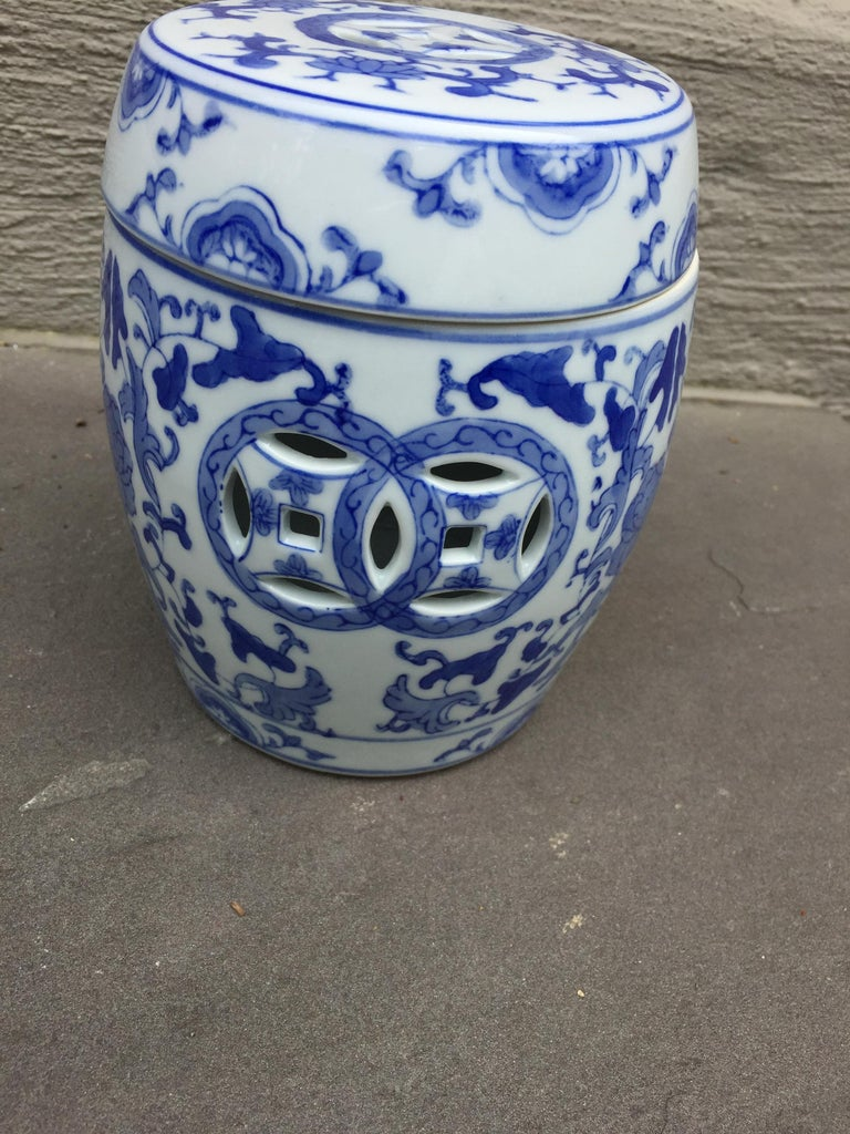 1960s vintage chinoiserie ginger jar Measures: 5.5 x.5.5 x 6.5. 1960s chinoiserie ginger jar from Guang Zhou province in China Lovely on a mantle or add to your collection!
