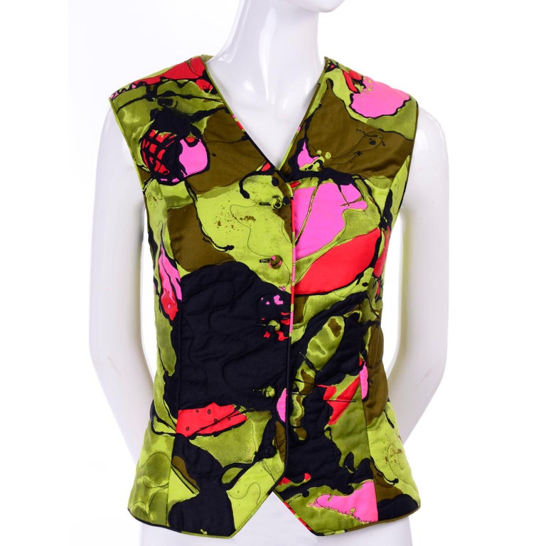 1960s Vintage Dynasty Vest in Colorful Quilted Large Scale Floral Bold Print In Excellent Condition For Sale In Portland, OR