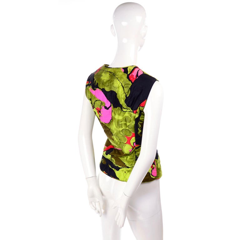 1960s Vintage Dynasty Vest in Colorful Quilted Large Scale Floral Bold Print For Sale 1