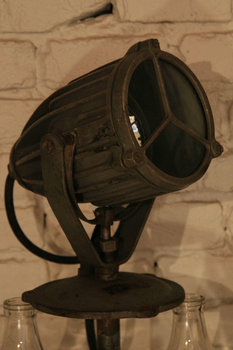 1960s Vintage Manual Marine Searchlight Type 135 In Good Condition For Sale In Warsaw, PL