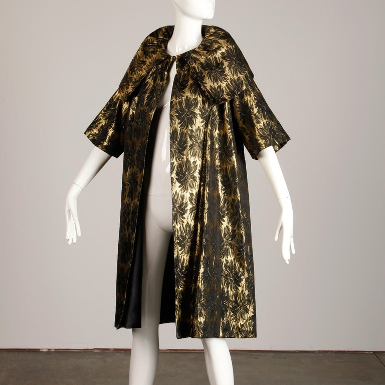 1960s Vintage Metallic Gold Damask Opera or Evening Coat with Pop Up Collar In Excellent Condition For Sale In Sparks, NV