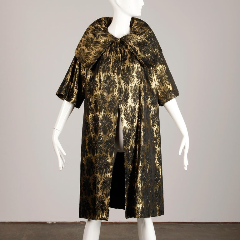 1960s Vintage Metallic Gold Damask Opera or Evening Coat with Pop Up Collar For Sale 1