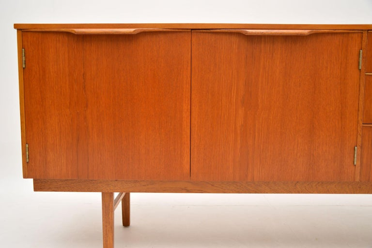 1960s Vintage Teak Sideboard In Good Condition For Sale In London, GB