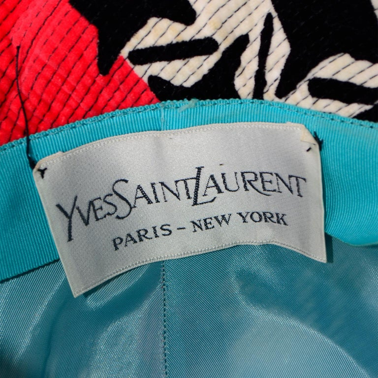 1960s Vintage YSL Yves Saint Laurent Bucket Hat in Black White Red Graphic Print For Sale 6