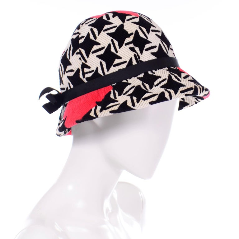 1960s Vintage YSL Yves Saint Laurent Bucket Hat in Black White Red Graphic Print In Good Condition For Sale In Portland, OR