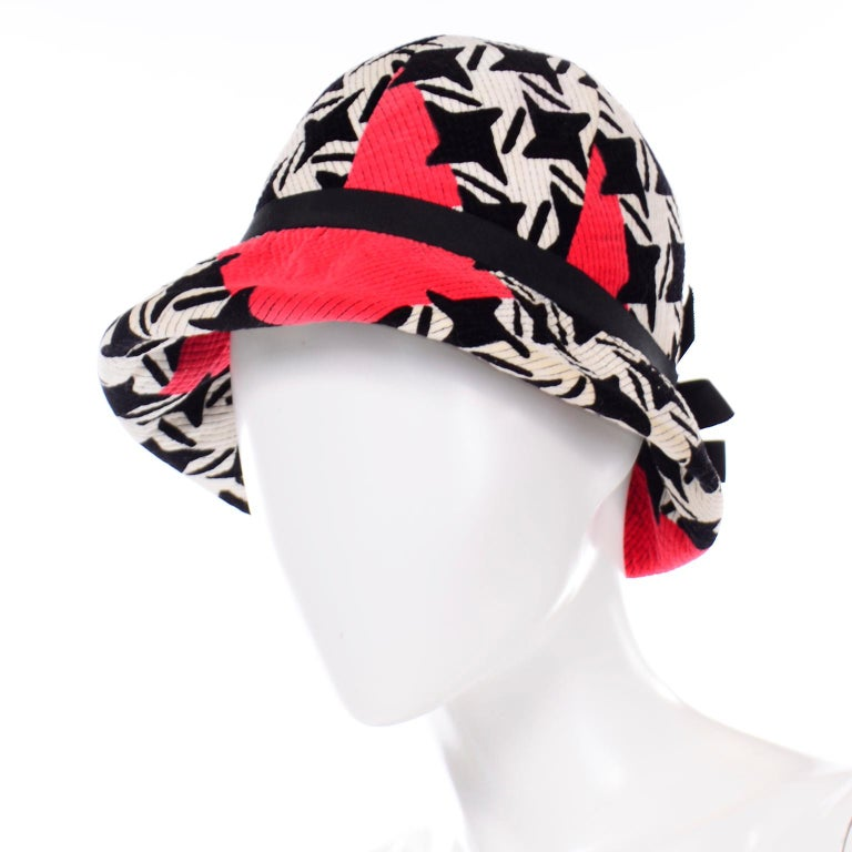 1960s Vintage YSL Yves Saint Laurent Bucket Hat in Black White Red Graphic Print For Sale 2