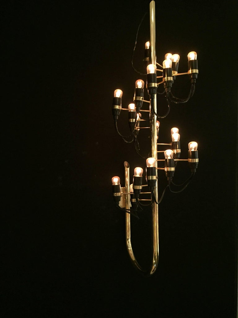 1960s wall light mod 226 in brass by Gino Sarfatti for Arteluce. Perfect vintage condition.