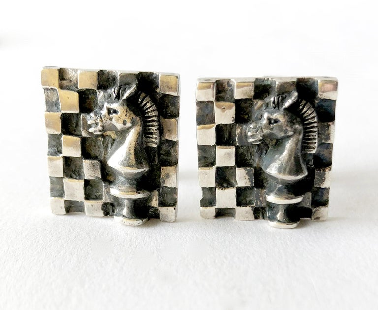 1960s Walter Wright Sterling Silver Knight Chess Player Cufflinks In Good Condition For Sale In Los Angeles, CA