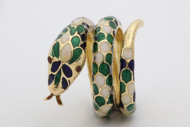 1960s Wrap Around Coiled Blue, White, Green Enamel Gold Figural Snake Ring For Sale 9