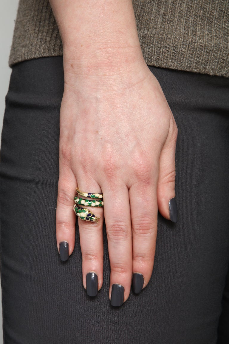 1960s Wrap Around Coiled Blue, White, Green Enamel Gold Figural Snake Ring For Sale 10