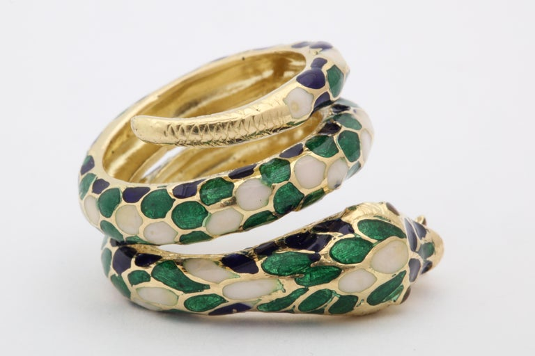 1960s Wrap Around Coiled Blue, White, Green Enamel Gold Figural Snake Ring For Sale 2