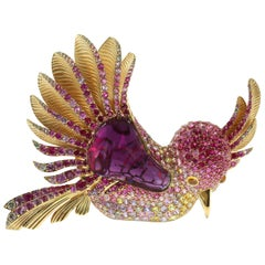 Rubelite Tourmaline 19.63 Carat 18 Karat Yellow Gold Colibri Bird Brooch