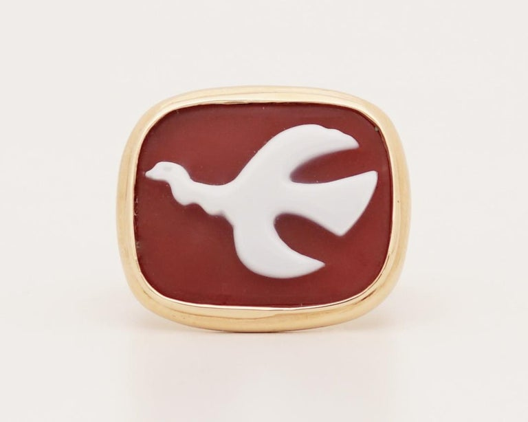Very Rare 18K gold (marked) and Cornelian cameo ring by Georges Braque (1882-1963), inventor of cubism. This ring feature the bird