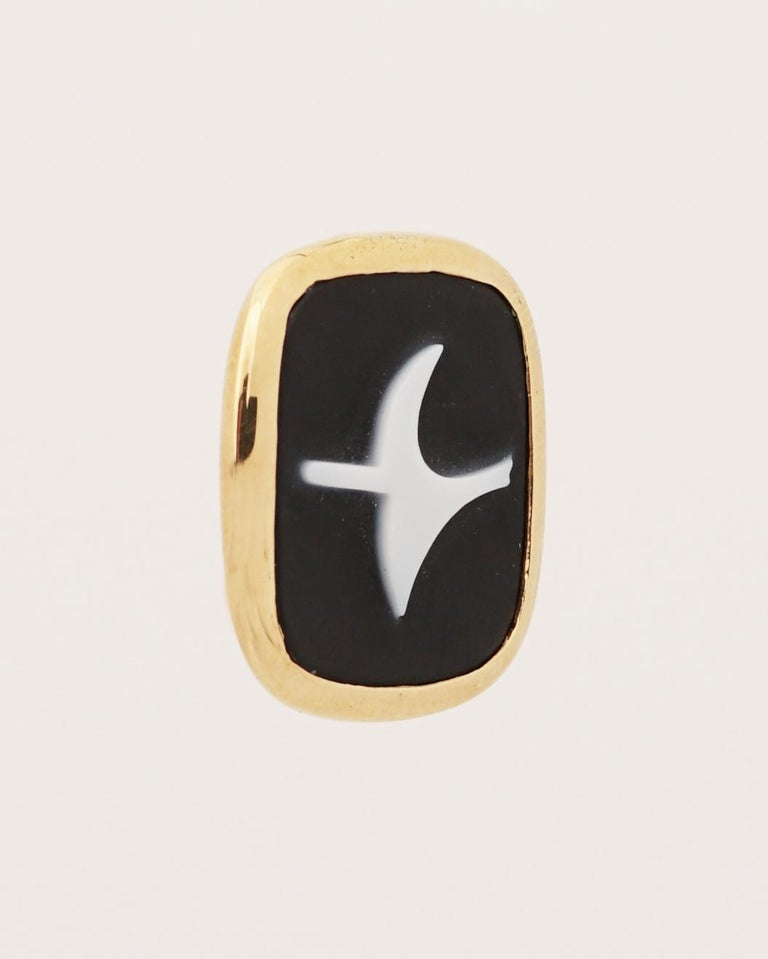 Rare 18K gold (marked), Onyx and White Agate cameo pendant by Georges Braque (1882-1963), inventor of cubism. This ring was manufactured after the gouache Eos.  It is Signed