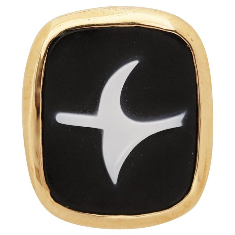 1963 Georges Braque Gold, Onyx and White Agate 'Eos' Cameo Pendant For Sale