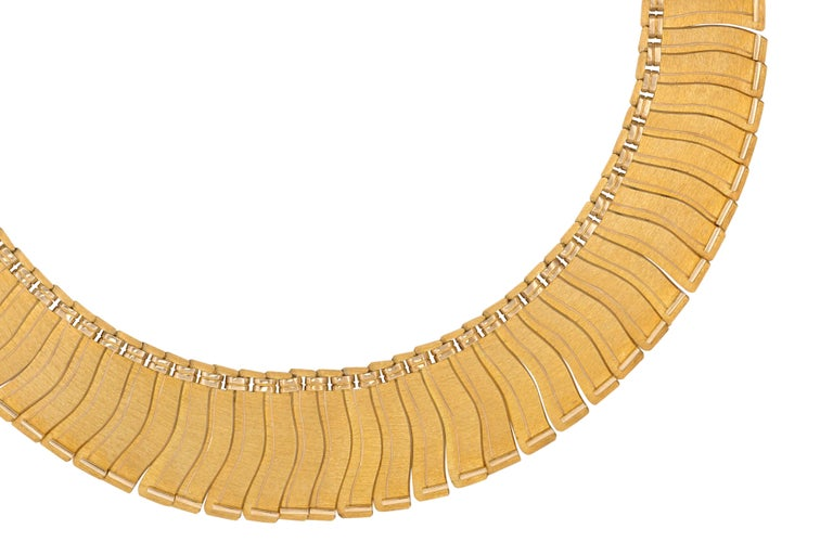 An 18 karat gold Scandinavian modern highly articulated collar that sits beautifully on the neck, by Finnish goldsmith Leo Torikainen for Pirkan Kulta Oy, 1963. With a subtle, textured finish and impeccable workmanship. Includes original box.
