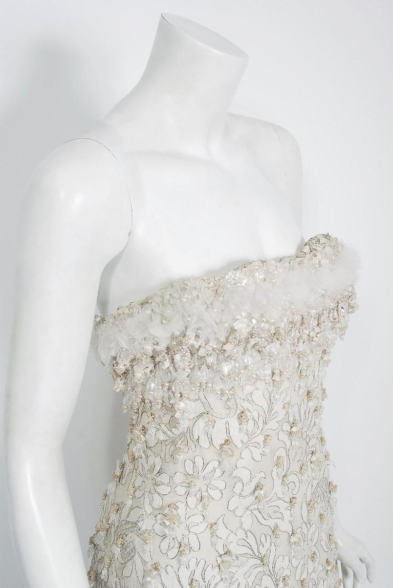 Women's Vintage 1965 Pierre Balmain Couture Ivory Beaded Lace Strapless Bridal Gown For Sale