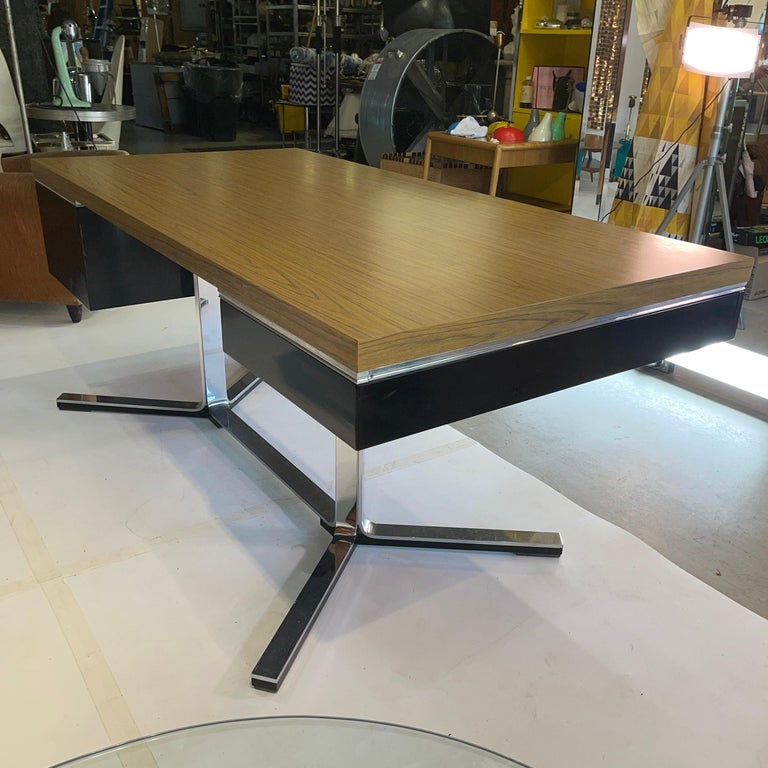 1968 Executive Desk In Good Condition For Sale In Hingham, MA
