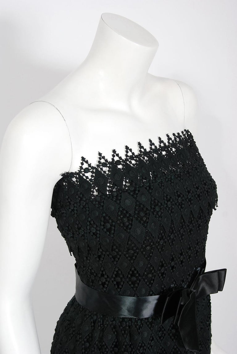 Vintage 1969 Christian Dior For Saks Black Lace & Silk Strapless Bow Mini Dress  In Good Condition For Sale In Beverly Hills, CA