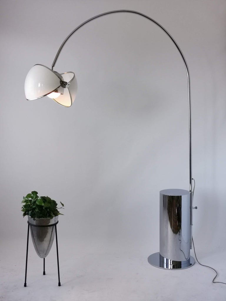 Rare arch floor lamp in the style of Superstudio Olook lamp, featuring a bold jaw like action adjustable acrylic shade.