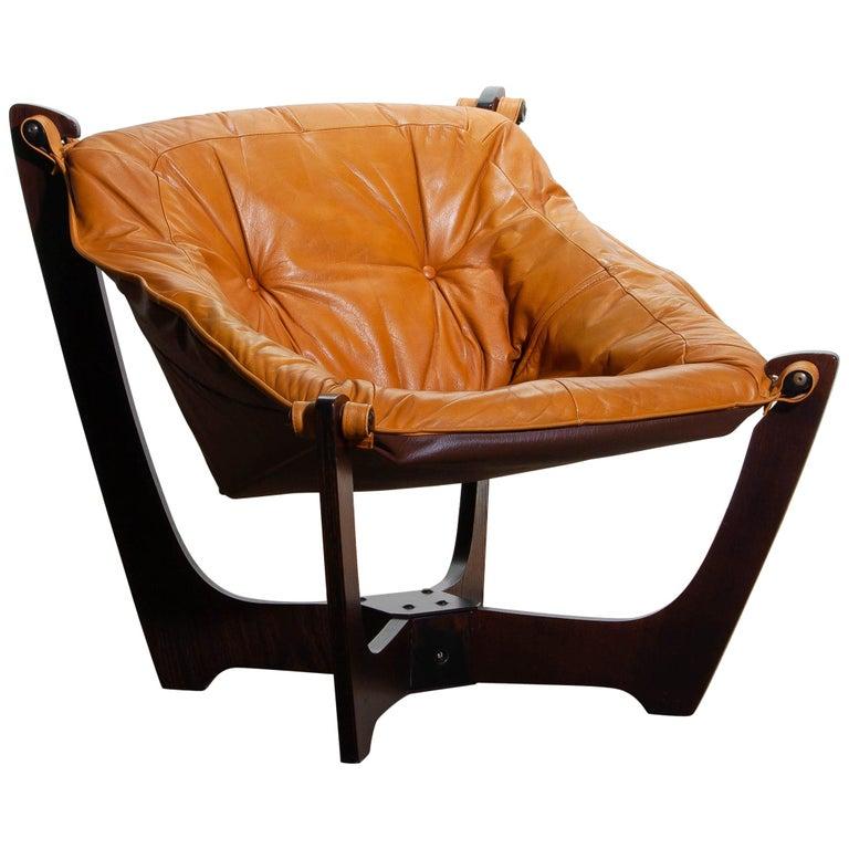 1970, Camel / Cognac Leather Lounge Chair by Odd Knutsen for Hjellegjerde Møbler For Sale