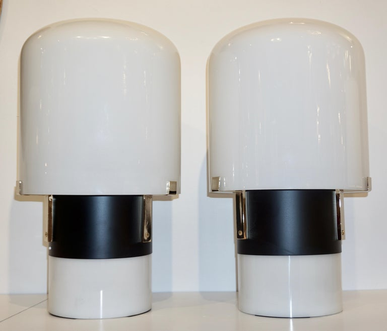 1970 Italian Minimalist Pair of Black White Glass Double-Lit Lucite Modern Lamps For Sale 3
