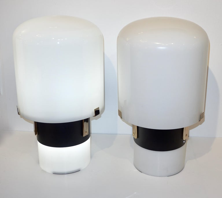 Late 20th Century 1970 Italian Minimalist Pair of Black White Glass Double-Lit Lucite Modern Lamps For Sale