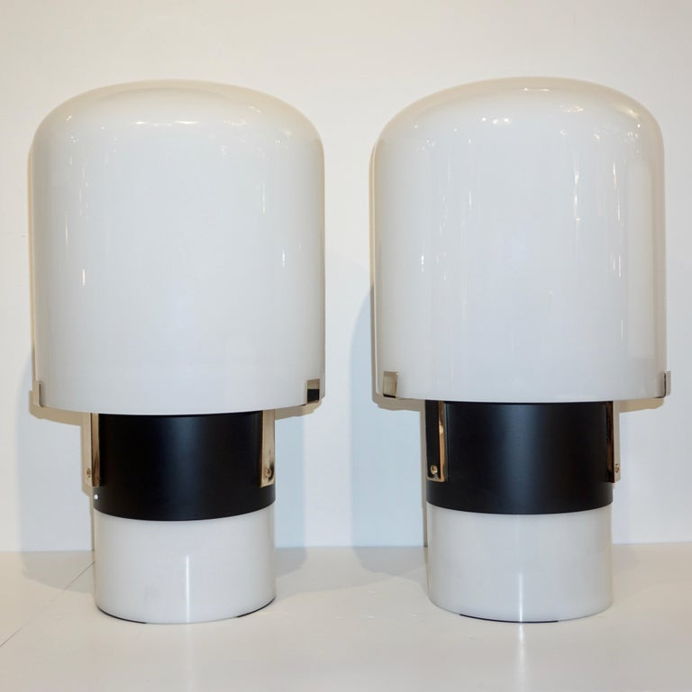 1970 Italian Minimalist Pair of Black White Glass Double-Lit Lucite Modern Lamps For Sale 2