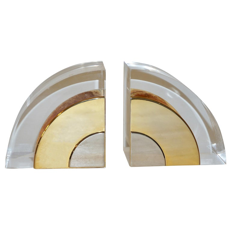 A pair of vintage bookends with Minimalist modern design attributed to Gabrielli Crespi, dated from her period of collaboration with Dior. The organic body in Lucite presents very clean yet sensual curves with a quarter cylinder shape, adorned by