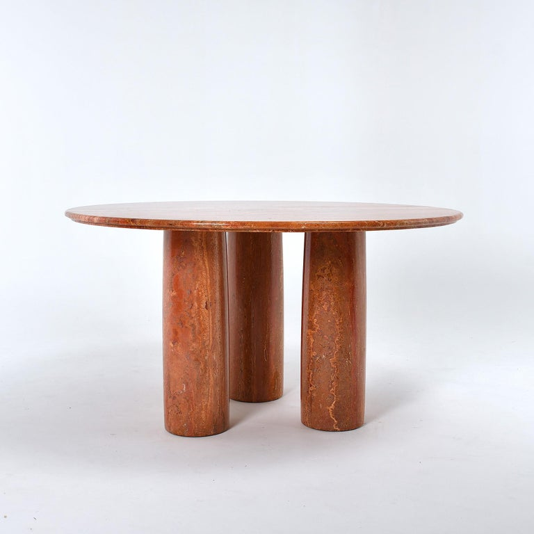 Large Mid-Century Modern round dining room table, designed by Mario Bellini and crafted by Cassina, Italy. The project is