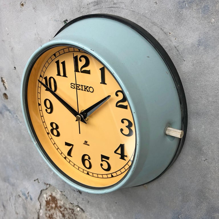 1970 Seiko Blue & Tobacco Retro Vintage Industrial Antique Steel Quartz Clock In Excellent Condition For Sale In Leicester, Leicestershire