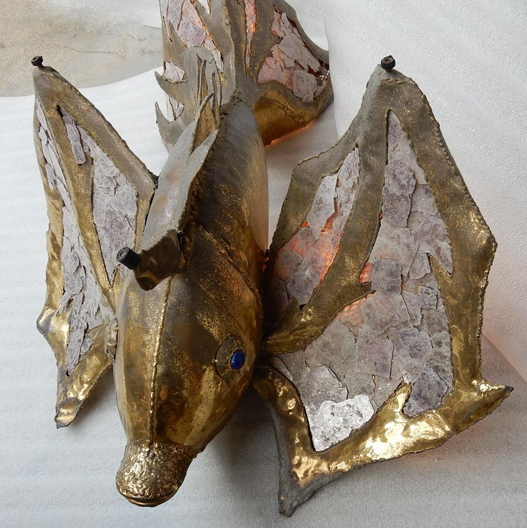 French 1970′Eluminating Brass Fish Coffee Table with Mika Violet Style Duval Brasseur For Sale