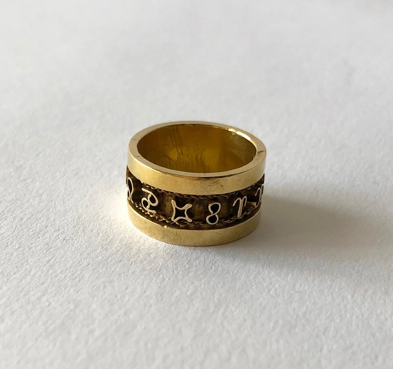 1970s 14 Karat Gold Signs of the Zodiac Band Ring In Good Condition For Sale In Los Angeles, CA