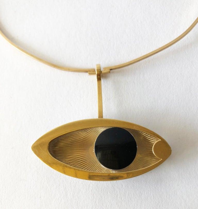 Modernist 1970s 14 Karat Gold Surrealist Lucite Eye of Ra Sun God Pendant Necklace For Sale