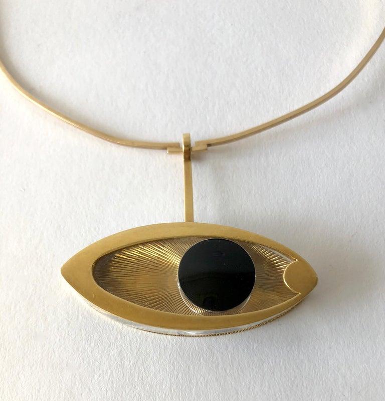 1970s 14 Karat Gold Surrealist Lucite Eye of Ra Sun God Pendant Necklace For Sale 1