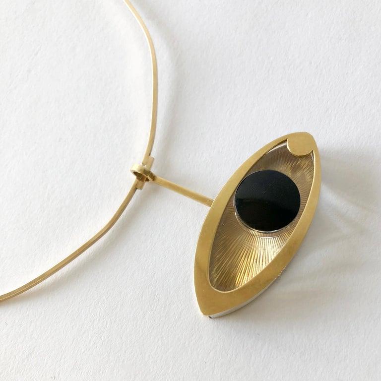1970s 14 Karat Gold Surrealist Lucite Eye of Ra Sun God Pendant Necklace For Sale 2