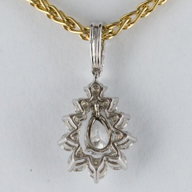 1970s 1.65 Carat Diamond White Gold Pendant Yellow Gold Chain Necklace For Sale 2
