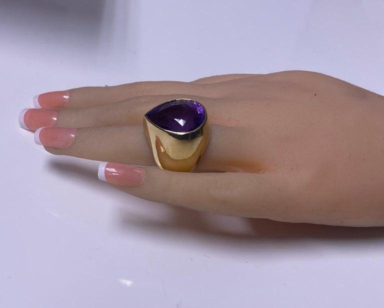 1970s 18 Karat Amethyst Large Ring For Sale 2