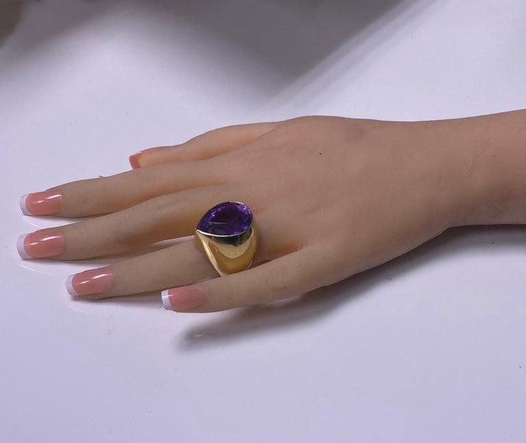 1970s 18 Karat Amethyst Large Ring For Sale 3