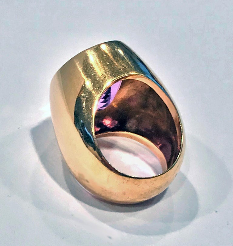1970s 18 Karat Amethyst Large Ring In Good Condition For Sale In Toronto, ON