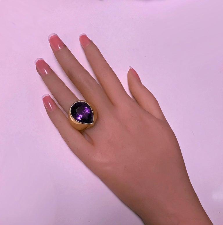 Women's or Men's 1970s 18 Karat Amethyst Large Ring For Sale
