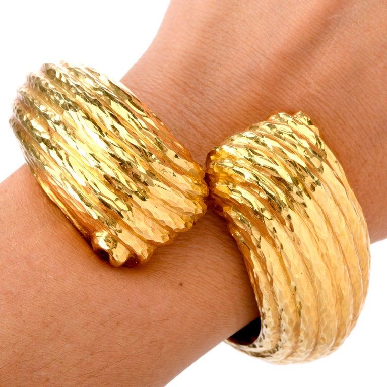 1970s 18 Karat Shell Hinged Cuff Bangle Bracelet For Sale 1