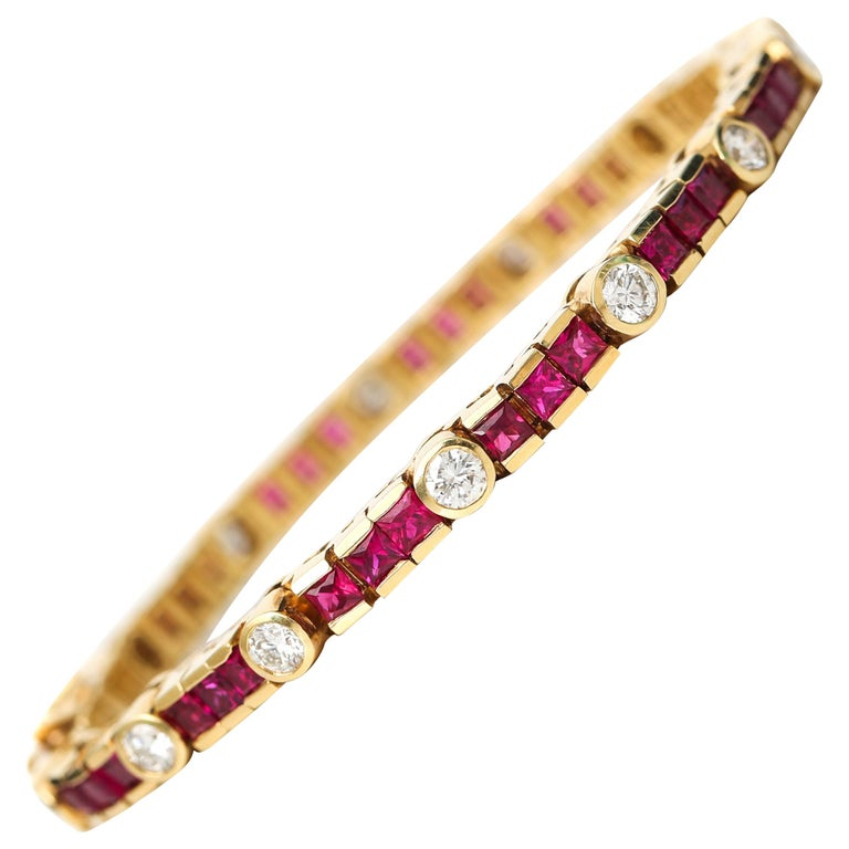 1970s 3 Carat Total Diamond and Ruby Bracelet in 18 Karat Gold For Sale