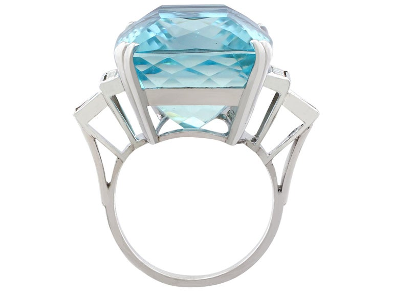 1970s 45.09 carat Aquamarine and Diamond White Gold Cocktail Ring In Excellent Condition For Sale In Jesmond, Newcastle Upon Tyne