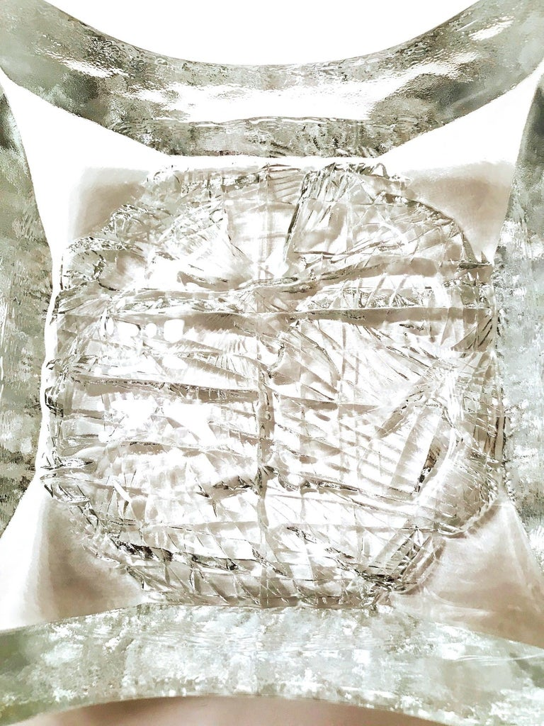 Outstanding Mid-Century Modern large blown glass bowl with abstract icicle design. Dish is comprised of heavyset dense glass with a square form and features faceted base with ice glass center and sculptural corners. Versatile design allows for