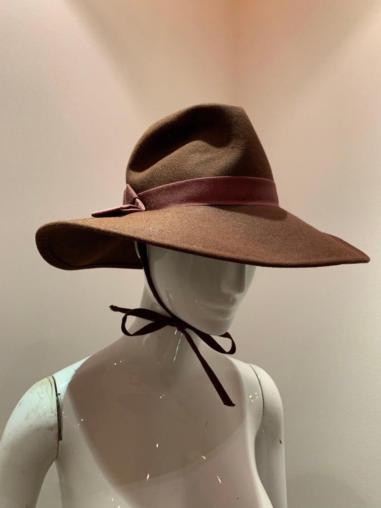 1970s Adolfo Wide Brim Menswear-Style Chocolate Brown Wool Felt Fedora W/ Strap For Sale 3